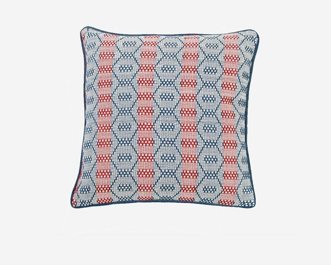 cojines-y-fundas-de-cojines-de diseño-tejido-hecho-a-mano-hexagonos-terciopelo-azul-mystura
