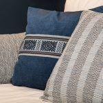 cojines-de-diseño-para-sofá-azul