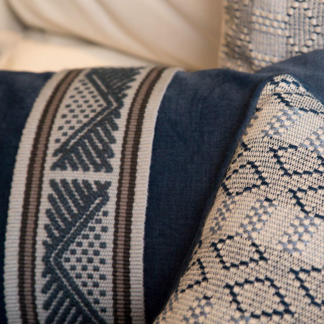 cojines-modernos-y-étnicos-para-sofá-color-azul