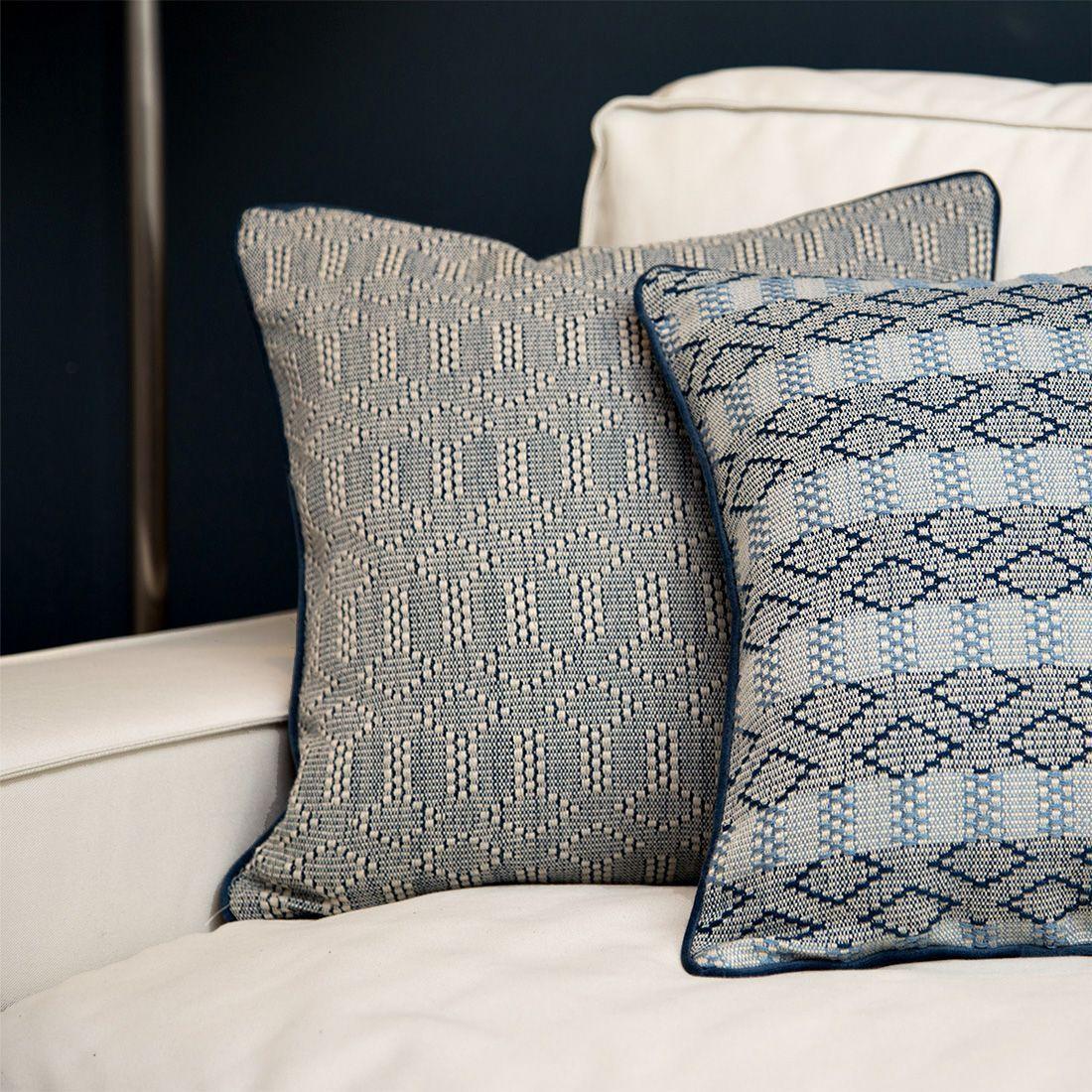 cojines-originales-fundas-de cojines-color-azul-tejidos-geométricos-terciopelo-azul-45x45mystura
