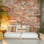 cojines-originales-fundas-rayas-de-colores-cálidos-naranja-mandarina-espacios-frescos-y-acogedores